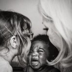 Fotógrafa americana registra emoção de adotar um bebê