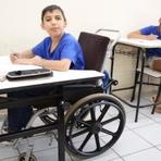 Educação - Escolas públicas: mesa adaptada para deficientes