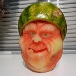 Arte & Cultura - Abóboras e melancias são a matéria-prima do escultor Clive Cooper