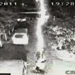 Homem é atingido por raio duas vezes e sobrevive (VÍDEO)