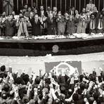 Política - A utopia social na Constituição Federal