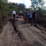 """Notícias locais - 2014 No 3º distrito moradores fazem operação """"tapa buracos"""""""