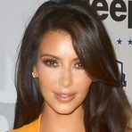 Celebridades - Eu me amo: Kim Kardashian prepara livro de selfies