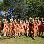 Candidatas ao Miss Bumbum 2014, pedem votos no Parque de Ibirapuera