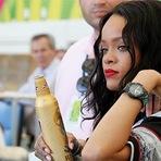 Cantora Rihanna quer comprar o Liverpool.