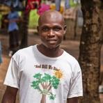 Ciência - Africana curada do ebola perde namorado; jovem é rejeitado em comunidade