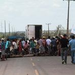 Utilidade Pública - No Pará, motorista atropela e mata uma manifestante do MST ao tentar furar bloqueio na BR-155.