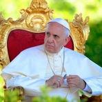 Papa critica religiosos que 'vivem como ricos'