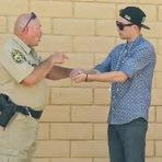 Curiosidades - Mágico tenta vender droga a um policial depois faz a droga desaparecer