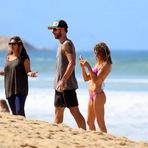 Celebridades - Casal Cutie! Fernanda Lima e Rodrigo Hilbert curtem dia de praia com os filhos