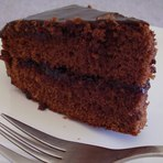 Uma receita fácil de bolo de chocolate recheado