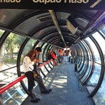 Andando de ônibus nas estações tubo em Curitiba