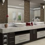 Banheiros com armários planejados