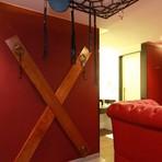 """Motel em São Paulo cria """"Suíte da Dor"""" inspirada no livro cinquenta Tons de Cinza"""