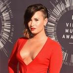 Após Premiação VMA 2014, Demi Lovato Conta nas Redes Sociais que Sentia Vergonha do Seu Corpo