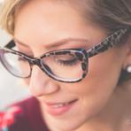 Como combinar óculos de grau e make?