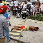 Violência - Adolescente suspeito de roubo é linchado em via pública em Aracaju