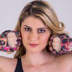 Celebridades - Colecionadora de concursos de Musa, Fernanda Araldi abre loja virtual e faz vídeo propaganda