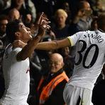 Paulinho confirma vaga para o Tottenham; Rio Ave sofre, mas passa