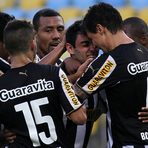 Botafogo vence Santos no Maracanã e se afasta da zona de rebaixamento