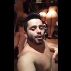 Rapaz compartilha vídeo rodeado de mulheres sem roupas