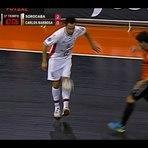 Vídeo: Falcão dá chapéu 'sob medida' no adversário.