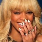Manicure Cobra R$ 23 mil Para fazer Unhas de Rihanna