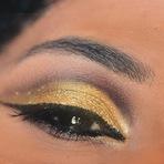 Combine Maquiagem ao Esmalte- Dourado Luxo