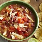 Canja de galinha mexicana com abacate salsa