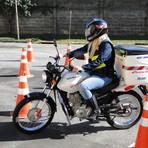 A Prefeitura de São Pedro (SP) abriu inscrições para cursos gratuitos de mototáxi e motofrete