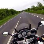 Vídeos - Impressionante: Motociclista filma a própria morte em capacete; veja vídeo