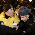 Celebridades - Justin Bieber se Livra de Acusação por Agressão
