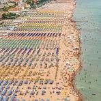 Incríveis fotos aéreas transformam praias em imagens abstratas.