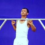 Indiano faz 16 barras se segurando apenas com o dedo mindinho