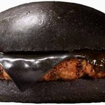 Culinária - No Japão o Burger King tem um Cheese Burger Preto