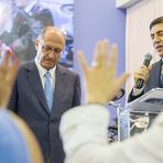Em busca de votos Alckmin ora com pastores e defende parcerias com entidades religiosas