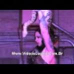 Vídeo - Anaconda ataca e tenta engolir dançarina durante show exótico. Assista