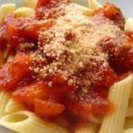 Espaguete ao molho de tomate e bacon