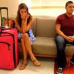 Curiosidades - Esta mulher esperava pacientemente no aeroporto, mas olhem o que o estranho ao lado fez...