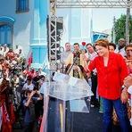 Dilma recebe pedido de casamento de uma mulher durante comício!