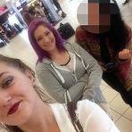 Internacional - Jovem é surpreendido no aeroporto pelas três namoradas e é salvo pela avó