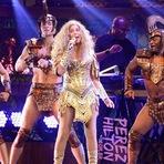 Cher está sendo processada por dizer que havia muitos negros no palco!