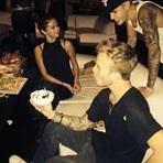 Celebridades - Selena Gomez e Justin Bieber são Fotografados Juntos em Festa