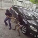 Mulher espanca ladrão com golpes de Muay Thai