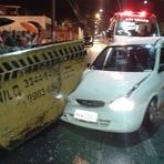 Contos e crônicas - 19-09-2014 Duas pessoas ficam feridas depois de carro bater em caçamba com concreto em Itajaí