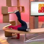 Vídeo mostra Sandra Annenberg tropeçando e caindo Ao Vivo
