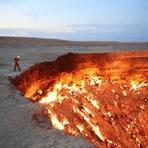 A primeira expedição do mundo a adentrar a Porta do Inferno, localizada no Turcomenistão