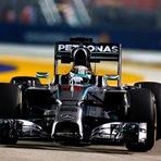 Lewis Hamilton dá show e vence em Cingapura