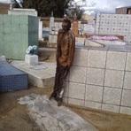 Corpo de homem mumificado é encontrado no cemitério de Poções-Ba