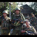 UCRÂNIA - Conversas entre milicianos e militares durante confrontos